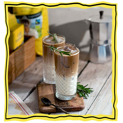 https://www.cafe-intencion.com/unsere-rezepte/iced-vanilla-rosemary-latte